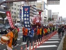 【前回の様子】 市場から今宮戎神社まで行列します。
